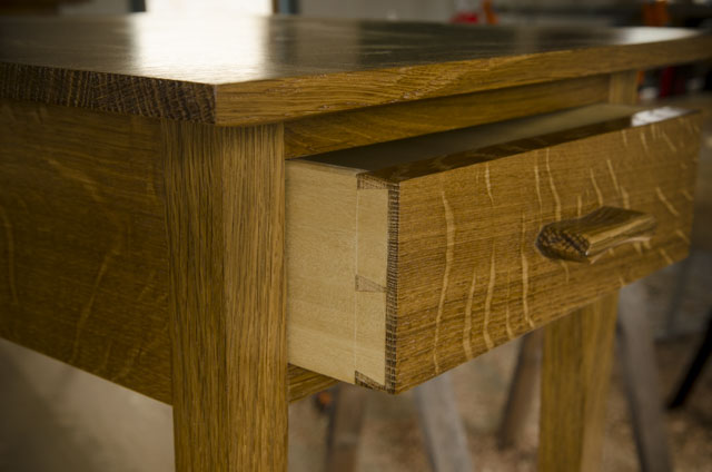 Shaker end table in figured white oak with ammonia fuming for woodworking plans